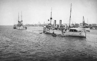 Линкор Чесма и английский крейсер Тезеус на рейде Северной Двины (1919 год)