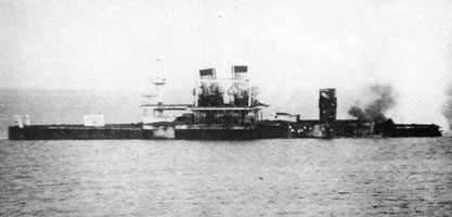 Чесма - исключённое судно № 4 под обстрелом с линейного корабля Иоанн Златоуст (1912 г.)